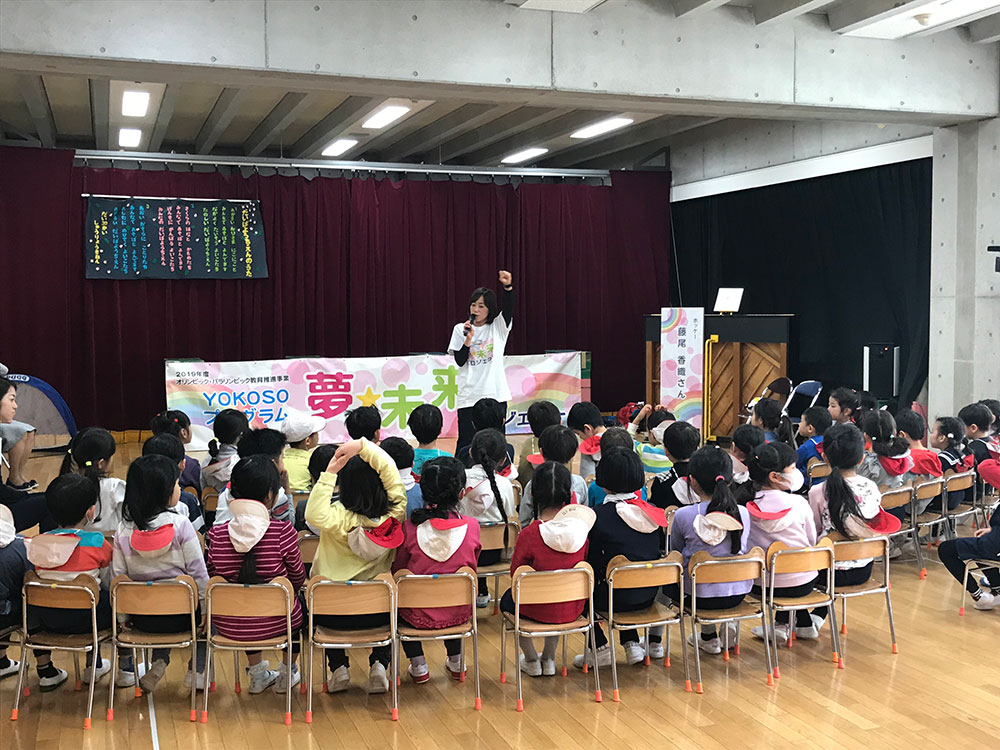 園児・先生と一緒に楽しくホッケー体験/台場幼稚園(品川区)